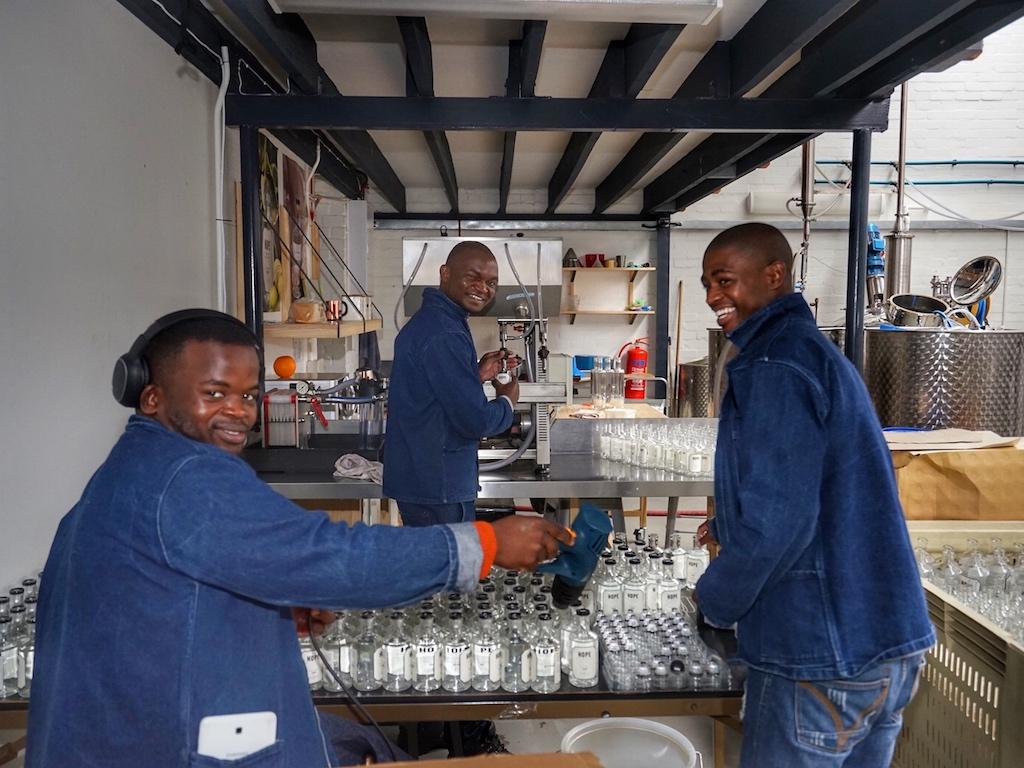 Jede Menge Arbeit wartet auf die Mitarbeiter der Destillerie, denn weitere neue Sorten folgen
