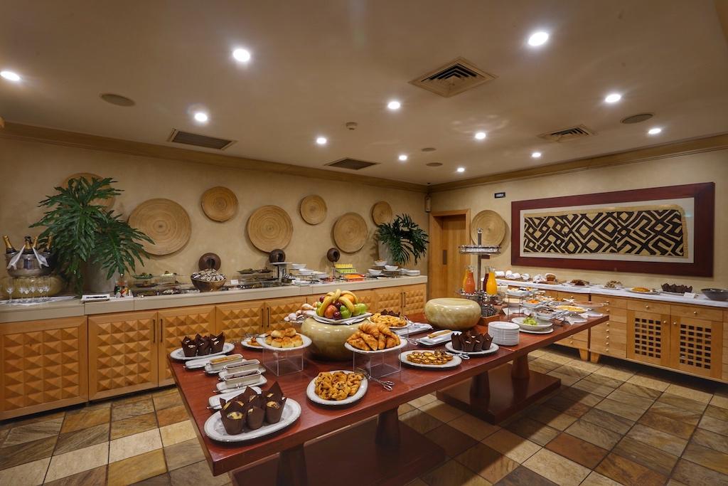 ... mit einem traumhaften Frühstück - selbstverständlich kann der Gast sein Frühstück auch in der Suite oder der Villa zu sich nehmen
