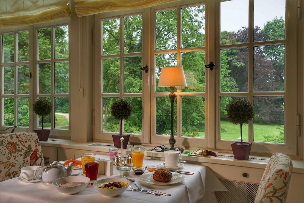 Frühstück in traumhafter Umgebung und mit Blick ins Grüne