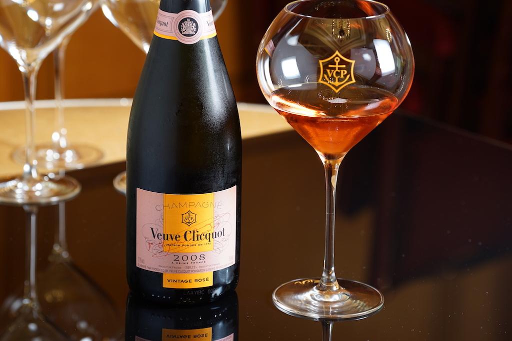 Zum 100. Geburtstag präsentierte sich Veuve Cliquot mit einem Vintage Brut 2008 und einem eigens zu diesem Anlass kreierten Glas