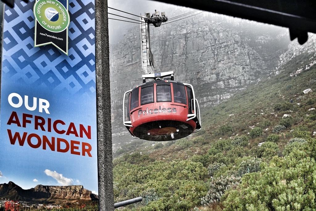 Wer den Tafelberg nicht sportlich erklimmen möchte, den bringt das Cable Car bis auf die Spitze