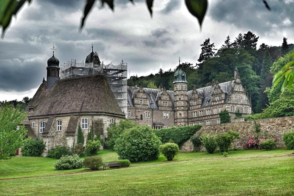 Vom Schlosshotel Münchhausen ist es nicht weit bis zur Hämelschenburg, welche - auch mit dem Fahrrad - einen Ausflug wert ist