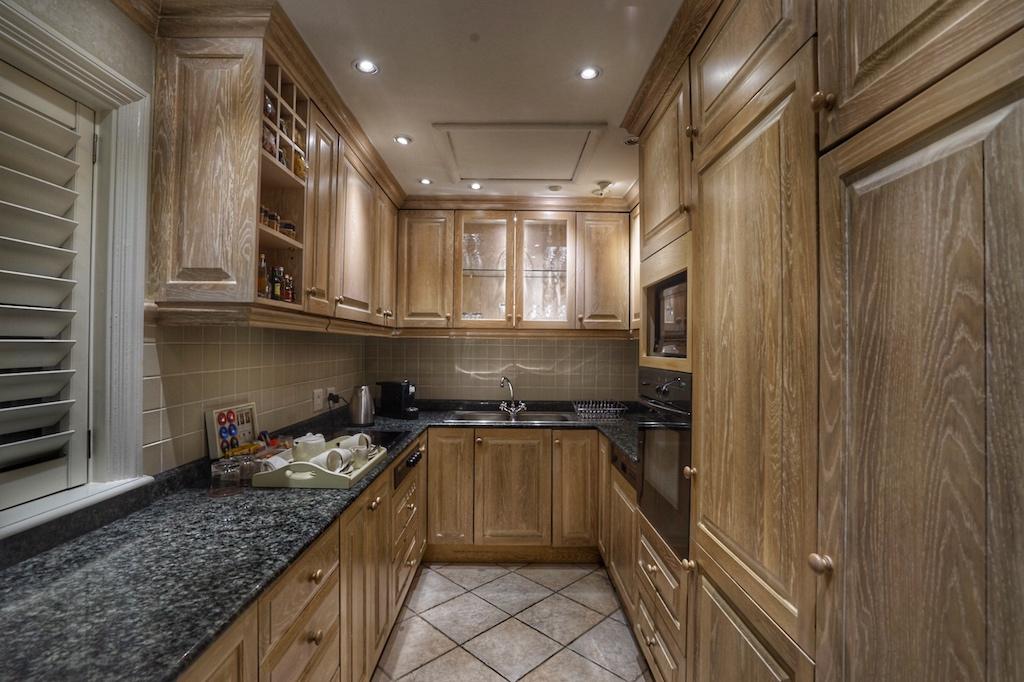 Eine voll ausgestattete Küche steht in der zwei und drei Zimmer Suiten zur Verfügung