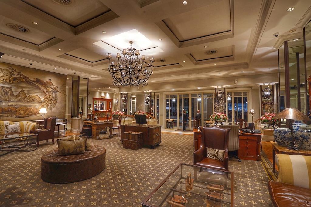 Die Lobby des Luxushotels versprüht einen Hauch Historie