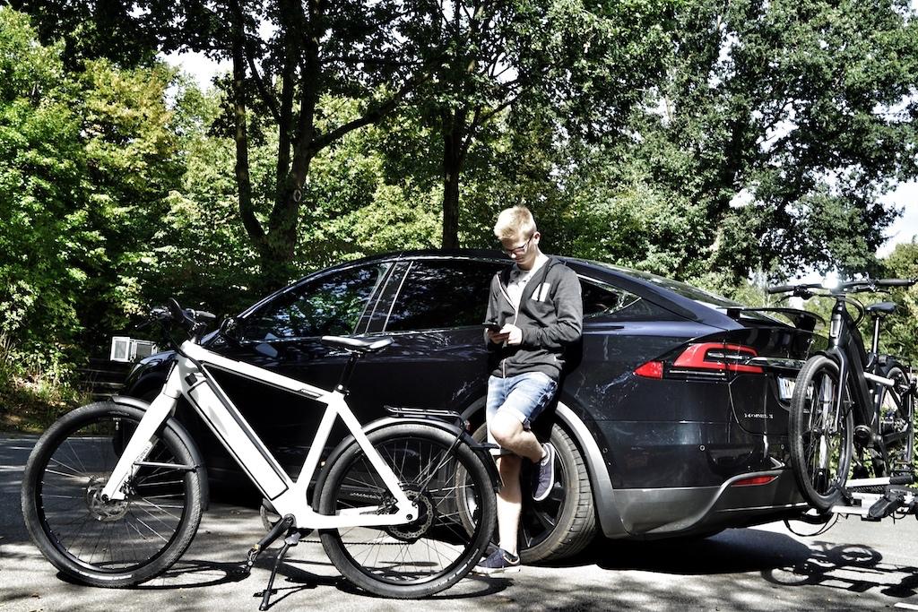Auf der Anhängerkupplung können bis zu zwei E-Bikes, respektive S-Pedelecs transportiert werden. Wir waren mit den exklusiven E-Bikes von Stromer unterwegs
