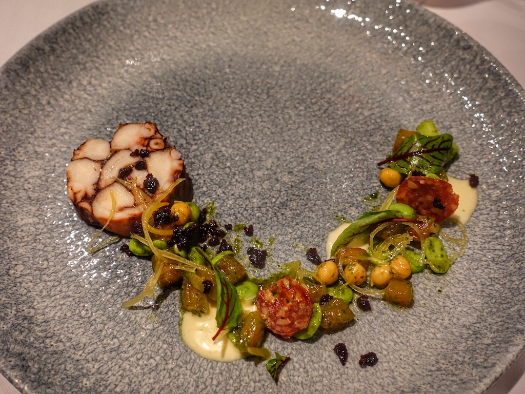 Auch Octopus gehört auf die Menükarte des Fine Dining Restaurants Azure