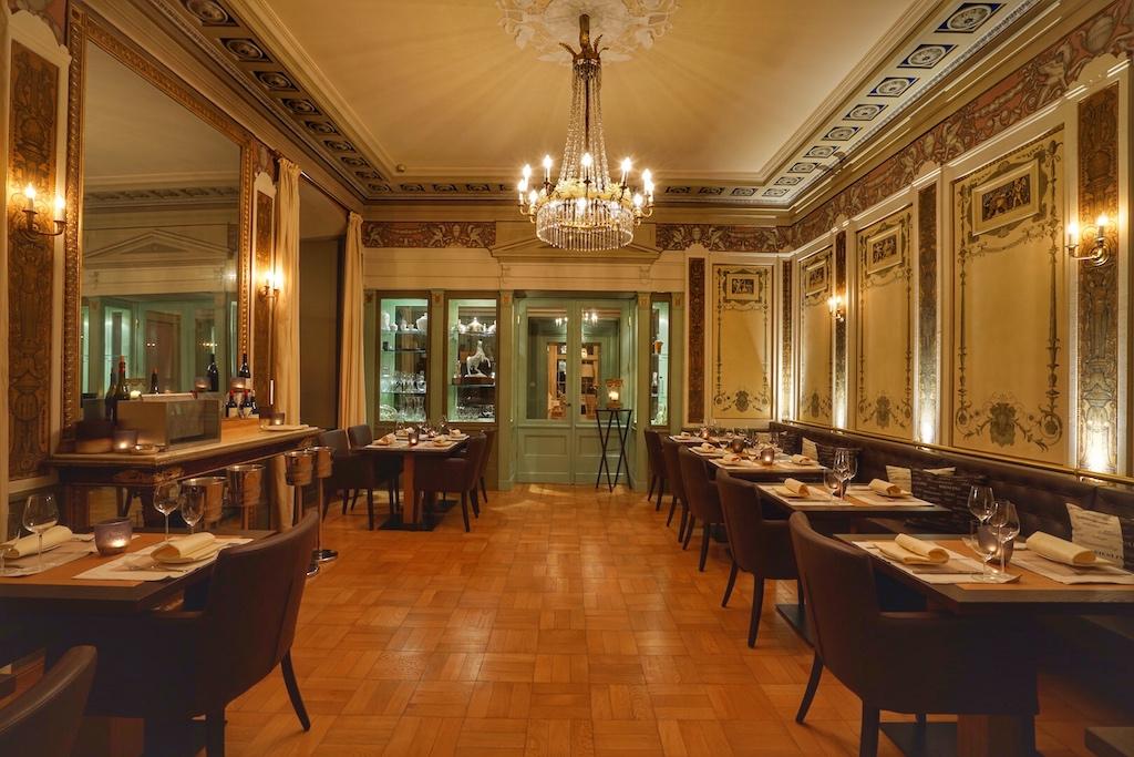 """""""1570"""" Petit Gourmet - 1570 erbaut und jedes Gericht kostet 15,70 Euro - der Gast speist vorzüglich im lässigen Bistrostil"""