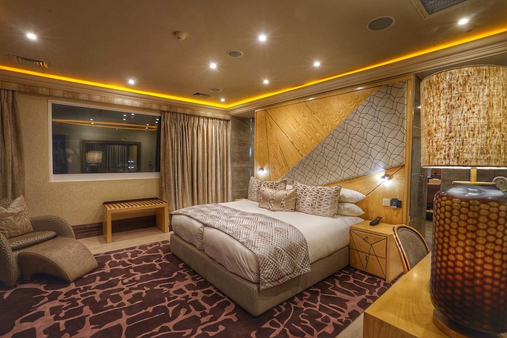 ... das zweite Schlafzimmer, mit eigenem, sehr großzügigen Badezimmer, steht dem aber in nichts nach