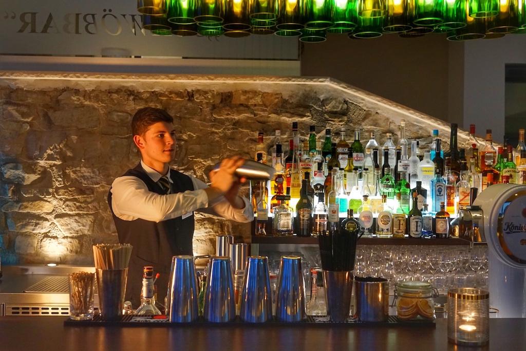 Das Barteam kredenzt auch gerne außergewöhnliche Cocktails