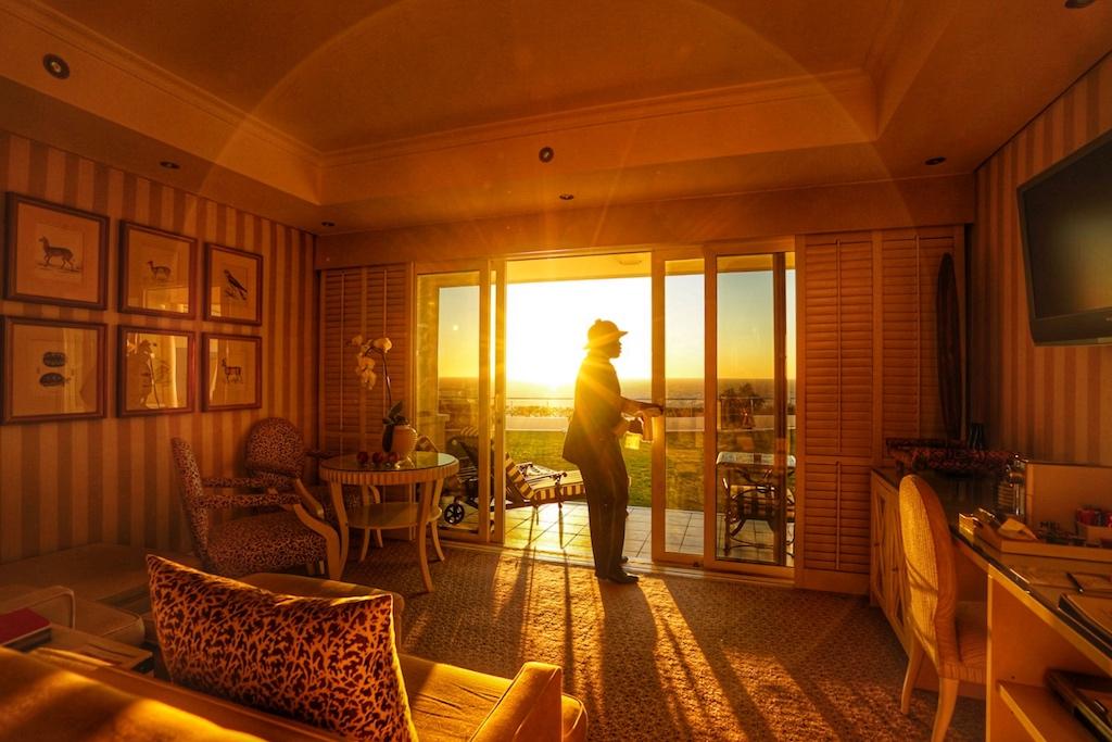 Die Zimmer und Suiten zur Meerseite versprechen abendlich eine traumhafte Kulissse - ins goldgelbe Licht getaucht, wird man diesen Anblick für die Ewigkeit im Gedächtnis haben