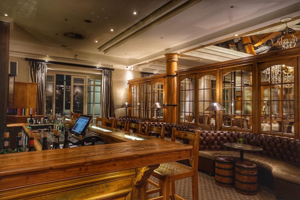 Die gelagerten Weine kann das Mitglied auch im SignalRestaurant genießen, welches in der oberen Etage über der Bascule Bar liegt