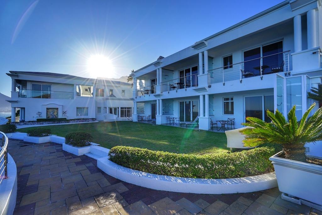 Die Gästezimmer und Suiten sind großzügig geschnitten und verfügen über eine einmalige Aussicht
