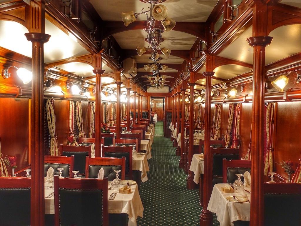 Angereist sind wir mit dem Luxuszug Rovos Rail, der uns von Kapstadt nach Pretoria gebracht hat. Von dort aus ging es mit der Limousine von Jarat Tours direkt weiter nach Johannesburg zum Saxon Hotel, Villas & Spa