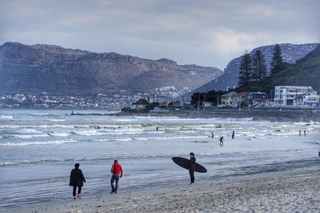 Muizenberg ist ein Surferparadies und bekannt für seine ...
