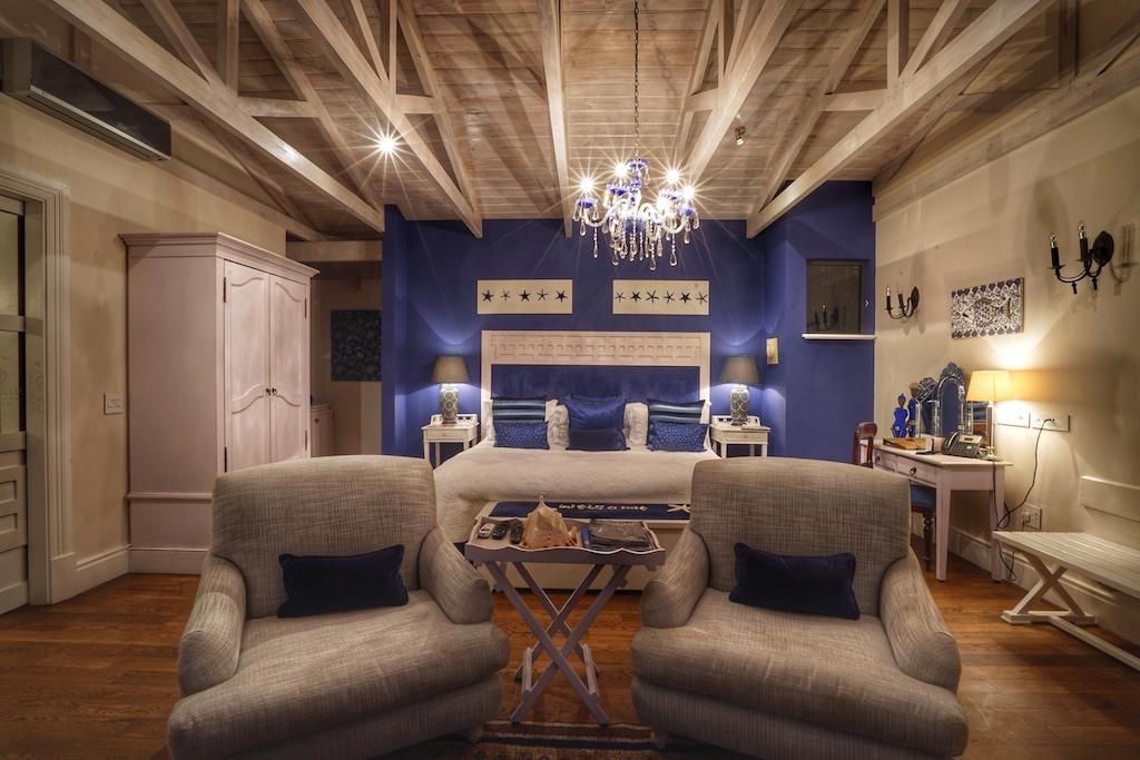 Die Ithaca Suite hat ihren Namen von der griechischen Insel Ithacaerhalten und repräsentiert das Land im klassisch griechischen Design