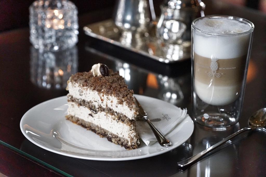 Ein Muss - die Cappuccino-Sahne-Torte