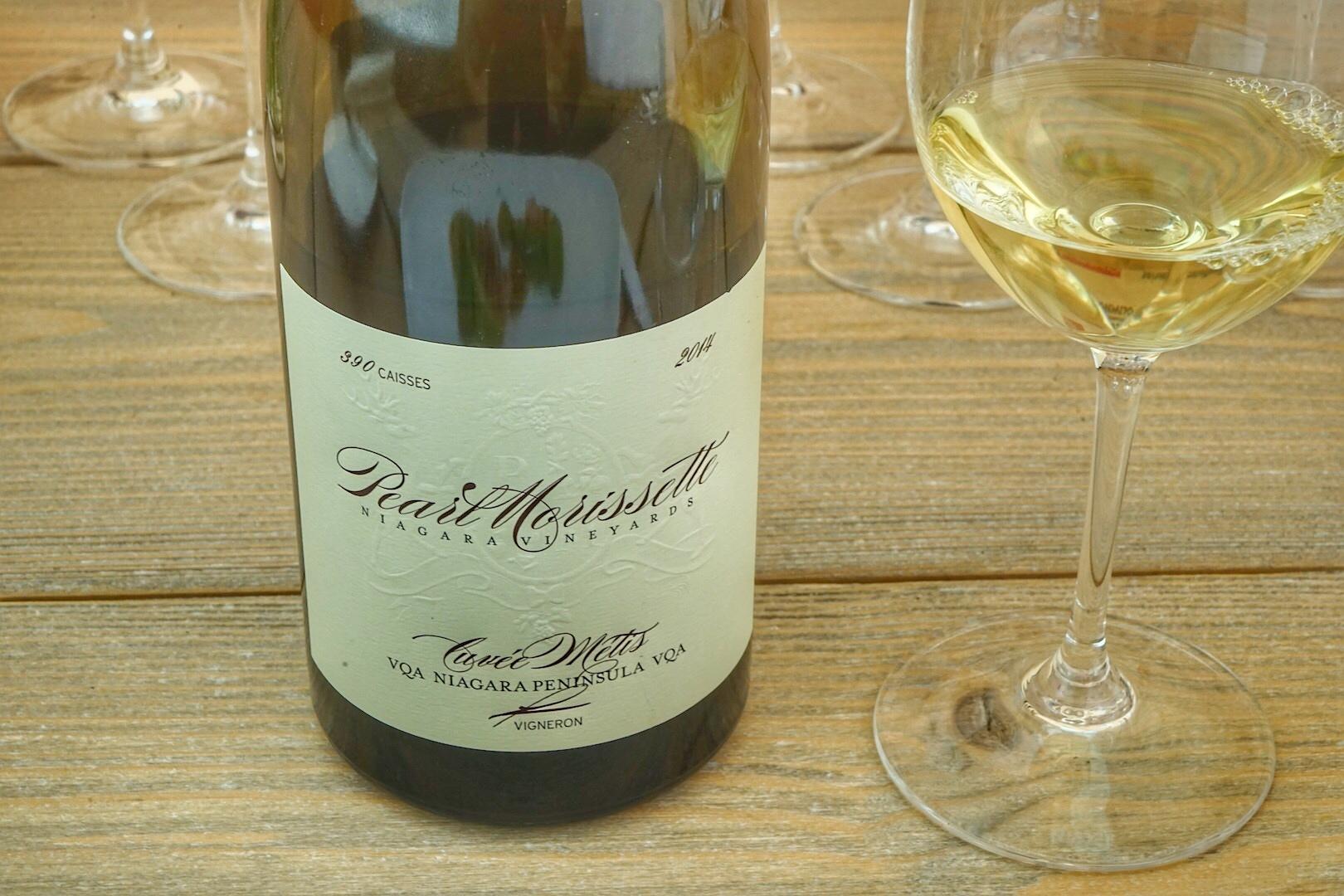 Kanadischer Wein war bislang oft unterschätzt, inzwischen wird er vielgelobt. Zum Lunch offerierte Hendrik Thoma von Wein am Limit aus Ontario einen 2014 Chardonnay Metis vom Weingut Pearl Morissette