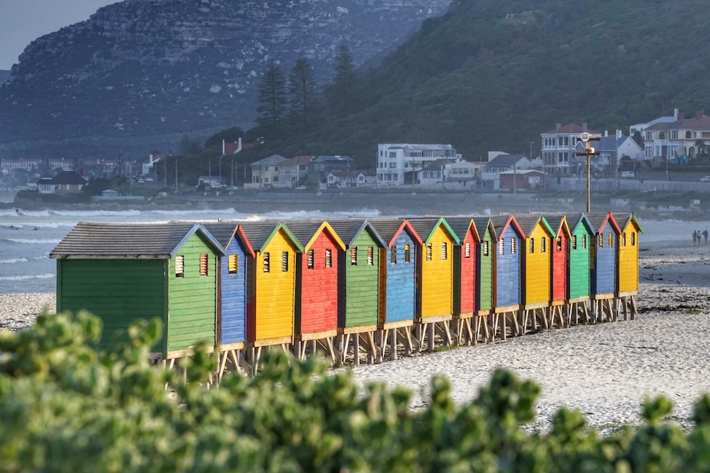 ... bunten Häuschen am Strand