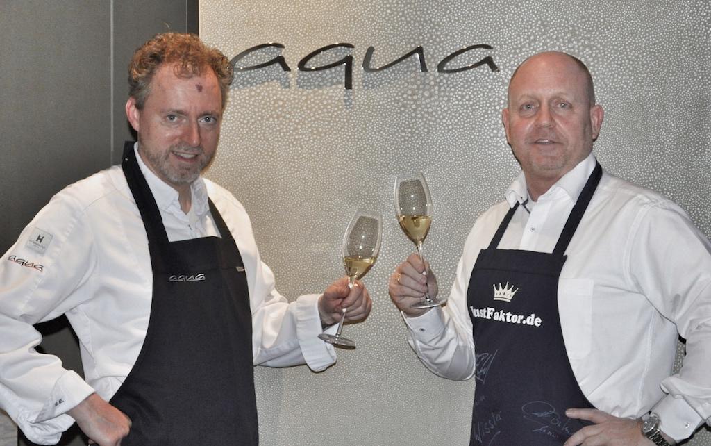 """3 Sterne Chef Sven Elverfeld und Andreas Conrad freuen sich auf den kulinarischen Abend. Das Restaurant Aqua ist ebenfalls in einem der führenden 5-Sterne Superior Hotels, dem """"The Ritz Carlton, Wolfsburg """" beheimatet"""