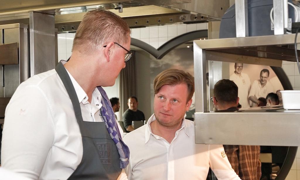 Küchengespräche: Arjan Speelman (li.) und Kevin Fehling (re.) / © Redaktion FrontRowSociety.net