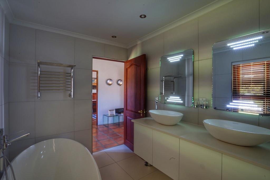 Das Gästehaus ist vom Bad, ....