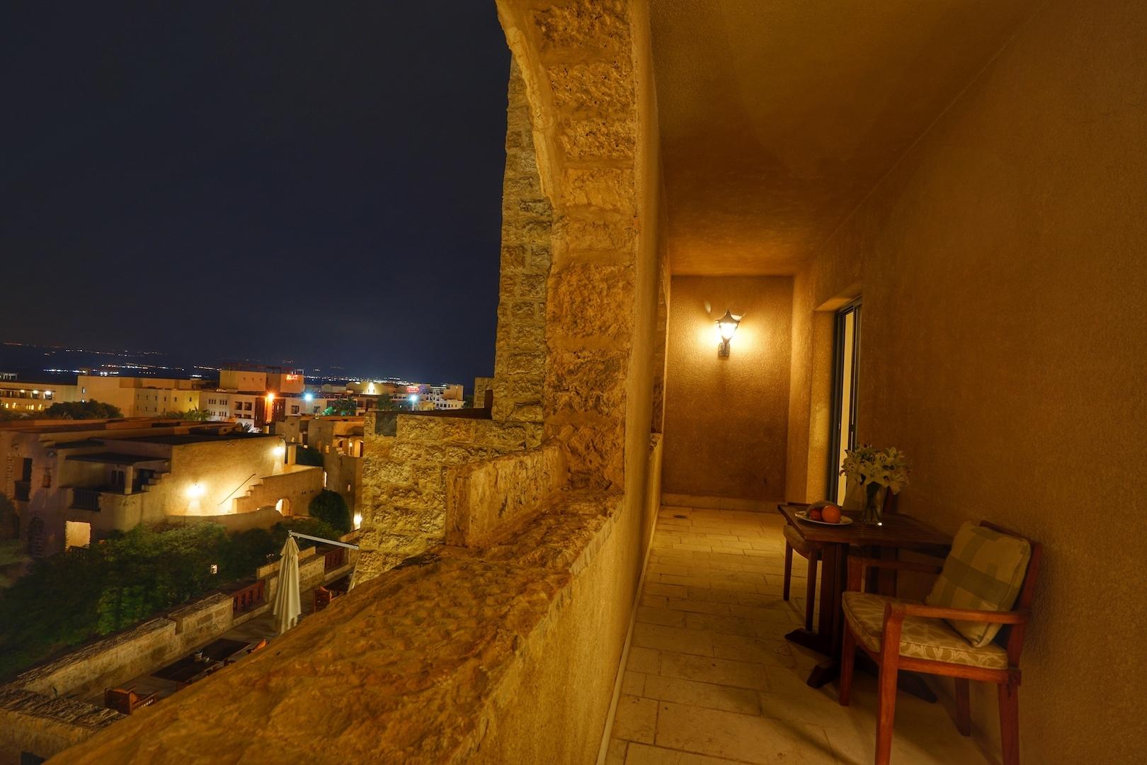Die Balkone des Haupthauses lassen eine Sicht über die gesamte Anlage zu