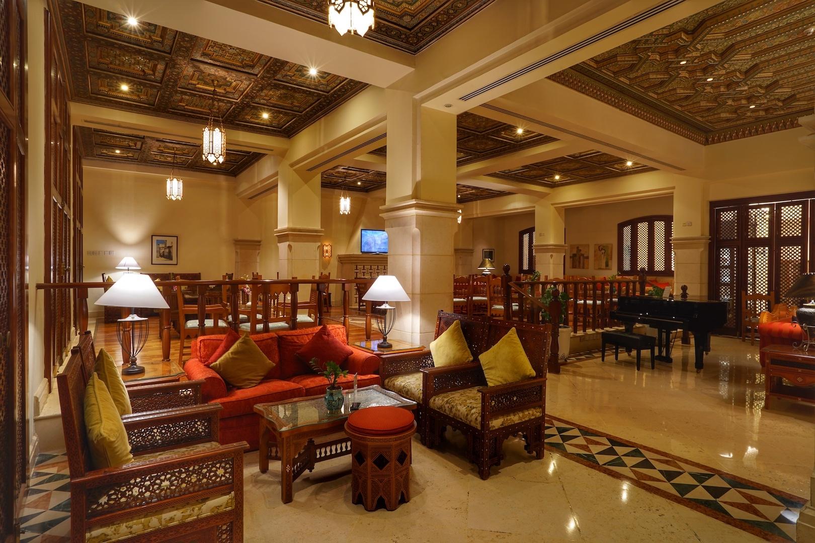 Die Al Hana Lounge strahlt Wärme und Geborgenheit aus