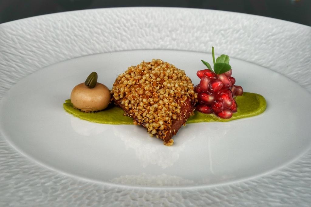 Haute Cuisine à la Ciel Bleu: Bresse Taube mit Pistazien und Granatapfel