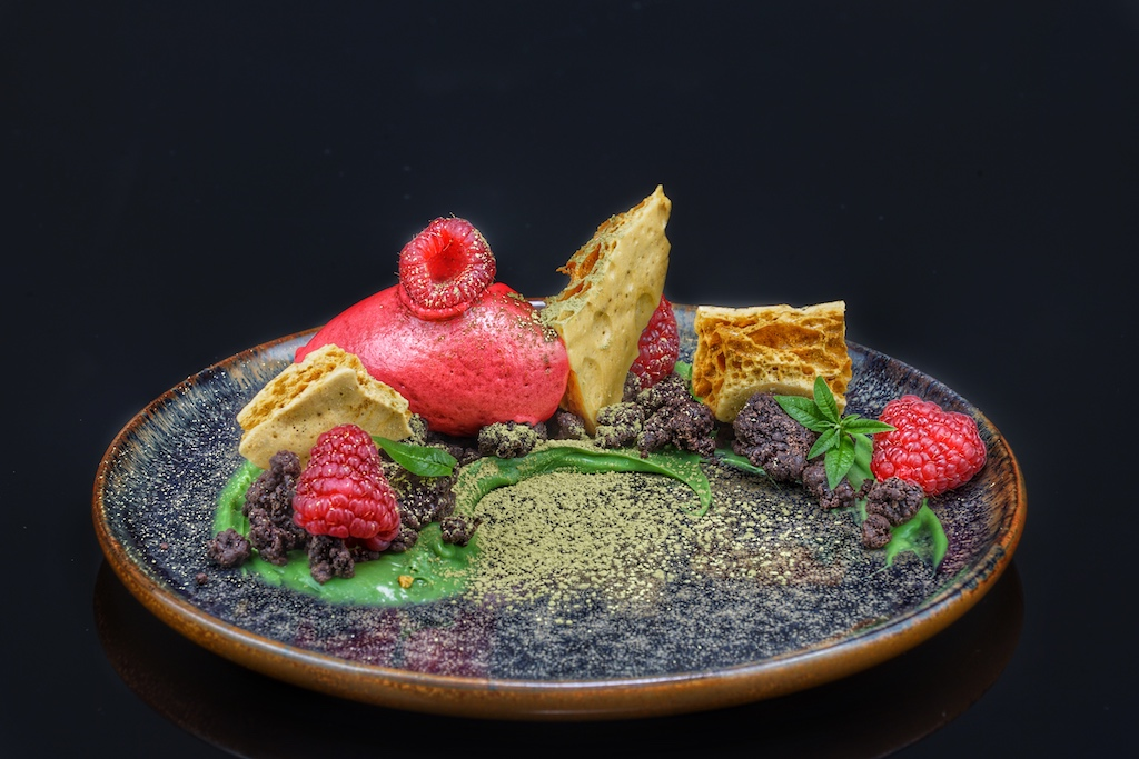 Dessert aus Himbeere,Schokolade und Karamell - auch optisch sehr ansprechend