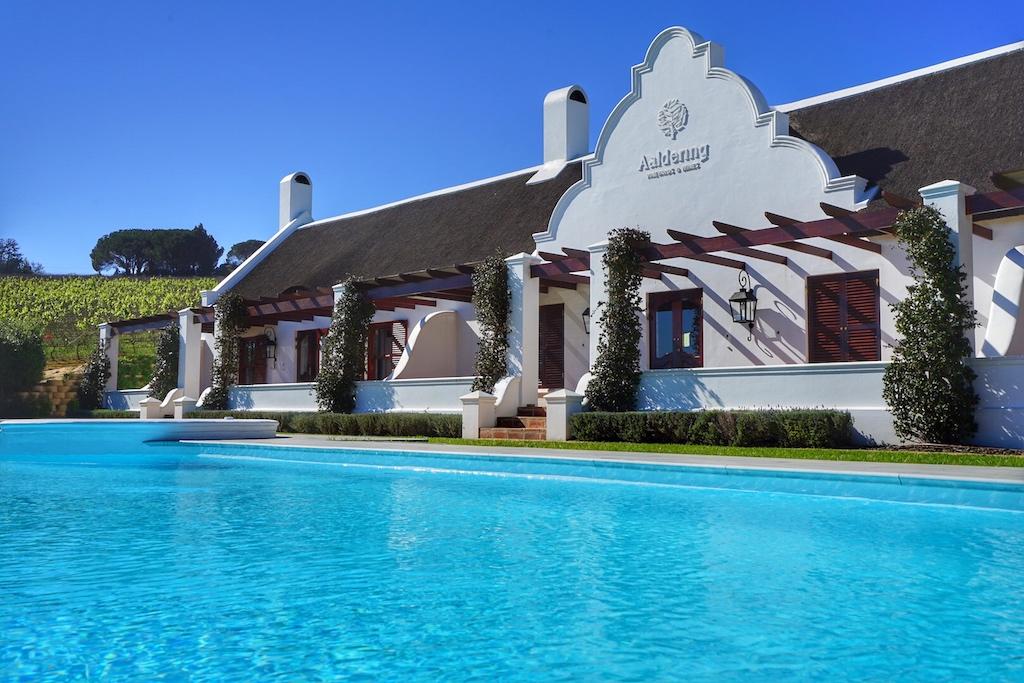 Luxus Gästehaus mit großem Infinity-Pool