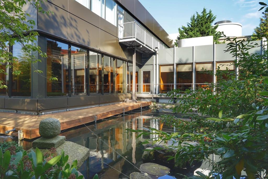 Japanische Ästhetik findet sich auch im Garten wieder. Die Schönheit liegt im Verborgenen und erscheint dennoch perfekt