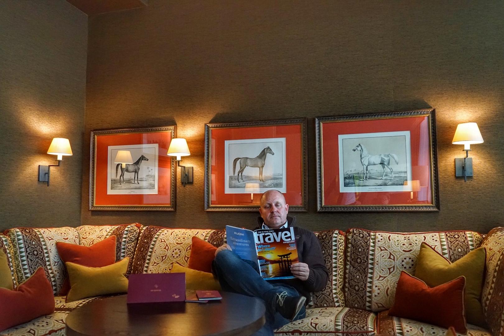 Die Grandsuite in der Lounge am FlughafenFrankfurt stimmte uns schon auf den Trip in den Nahen Osten ein - edles Mobiliar, großzügigen Sofas; so verbringt man gerne seine Wartezeit