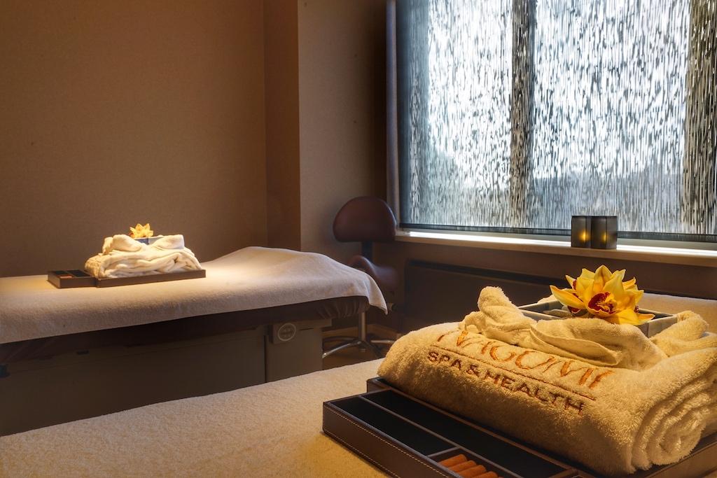 In den Treatment-Rooms erwartet den Gast eine ruhige Umgebung, der Grundton der Räumlichkeiten ist in braun gehalten