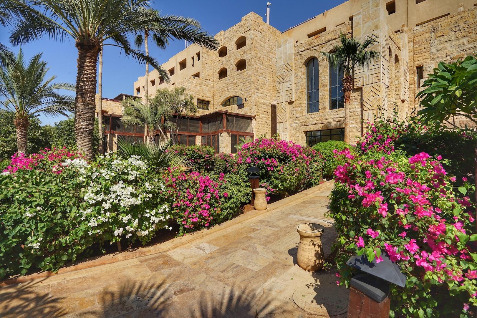 Im Haupthaus des 5 Sterne Hotels Mövenpick Dead Sea & Spa befindet sich auch das Restaurant Al Saray