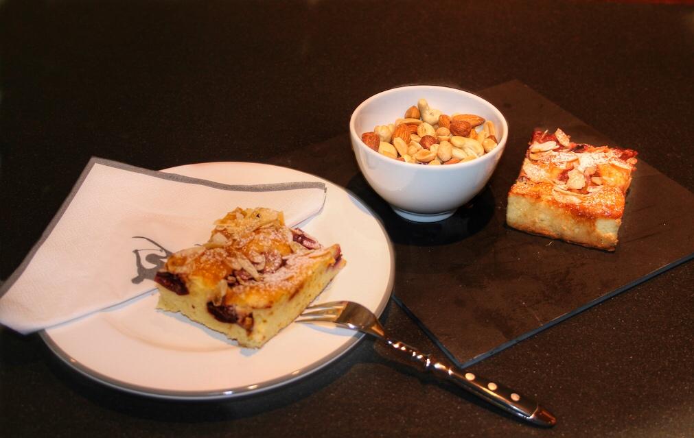 Ankunftsüberraschung mit frischem, leckeren Kuchen auf der Anrichteder Küchen-Suite
