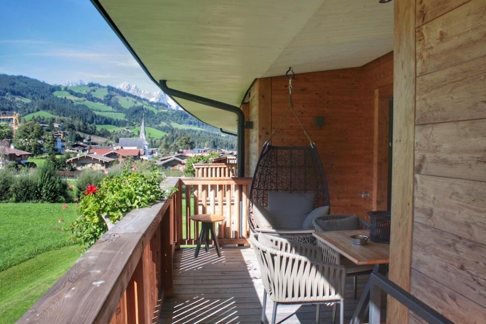 Der Ausblick und das Mobiliarauf dem Balkon – einfach herrlich