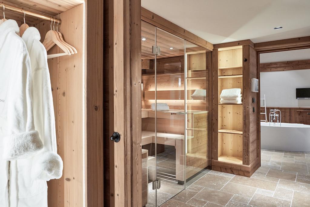 Wellness-Fans, die Privatsphärebevorzugen, freuen sich auf die eigene private Sauna der Suite