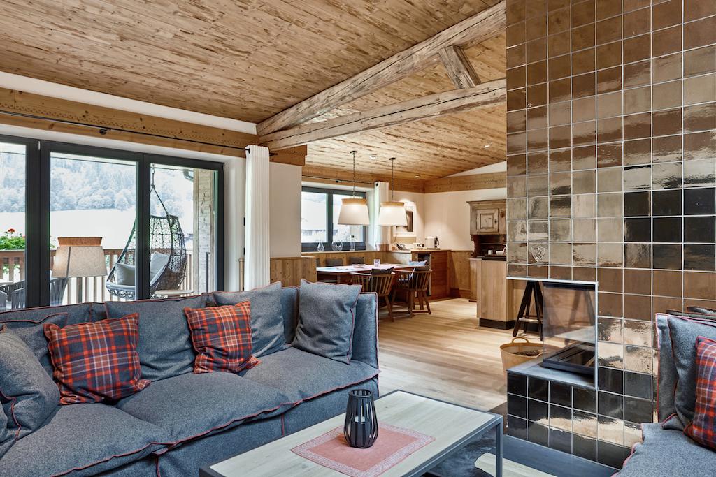 Ein Mix aus modernem Interior,ganz viel Loden kombiniert mit alpinen Akzenten – das sind die Merkmale diesesluxuriösen Chalets
