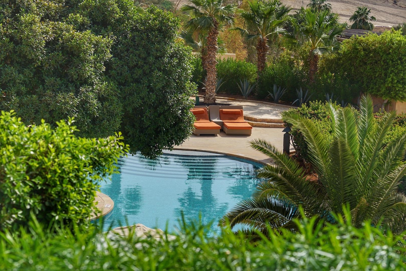 Eingebettet in die eigene Oase - der Pool Bereich der Royal Villa