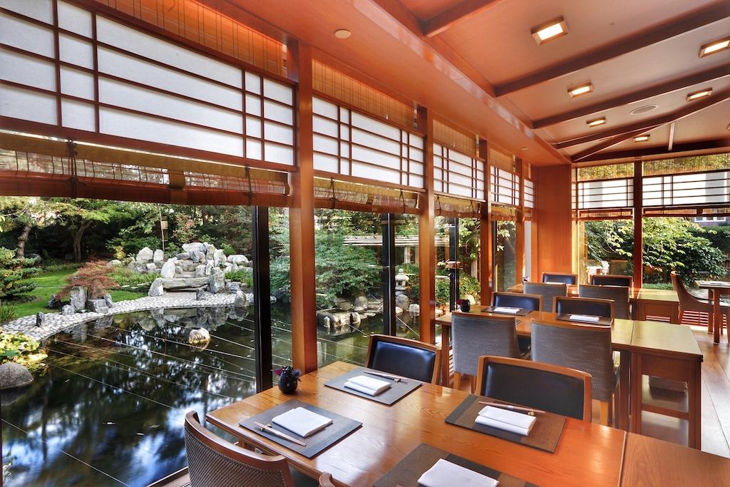 Warme Töne und edle Materialien zeichnen das Ambiente des Yamazato aus
