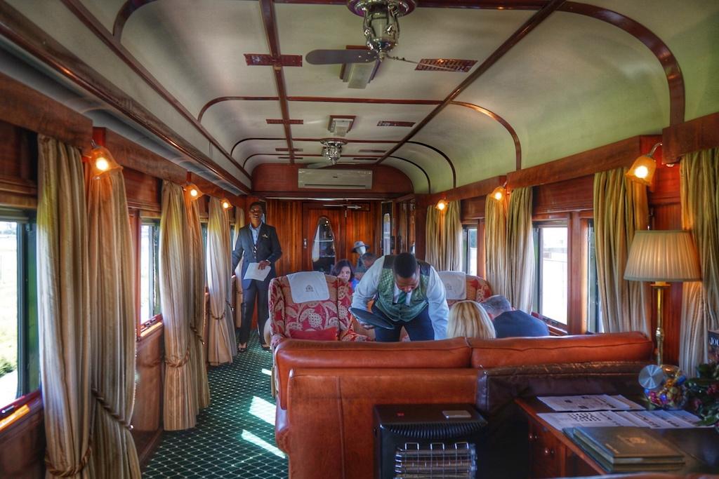 Während der Fahrt mit dem Rovos Rail kommt man schnell mit den Mitreisenden ins Gespräch und trifft so interessante Menschen aus der ganzen Welt