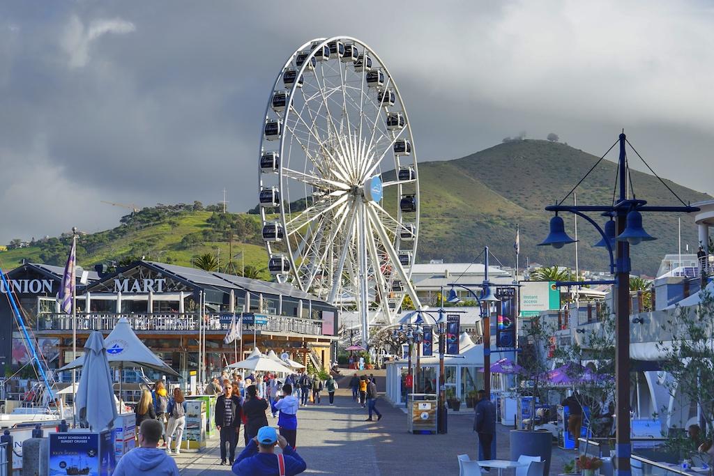 Die Waterfront ist das quirlige Zentrum in Kapstadt, von modernen Attraktionen bis hin zu ...