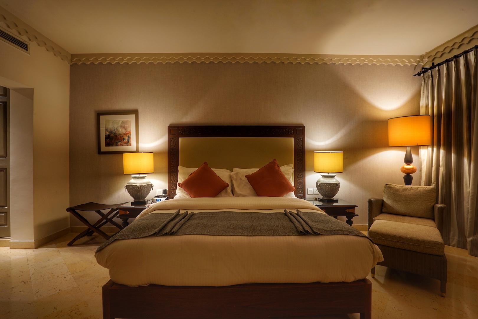 Die Suite Zara im Haupthaus besticht neben einem geräumigen Schlafzimmer