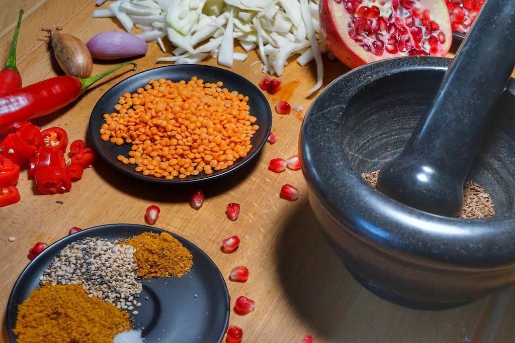 Gemüse, Früchte, Gewürze und Experimentierfreude ergeben spannende Mischungen für die gesunde Alltagsküche