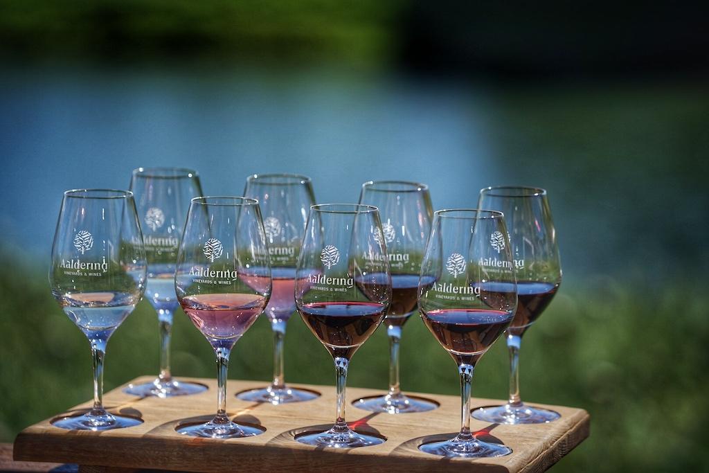 Mit diesen 8 Weinen verkostet man einen guten Querschnitt von Aalderings Weinen
