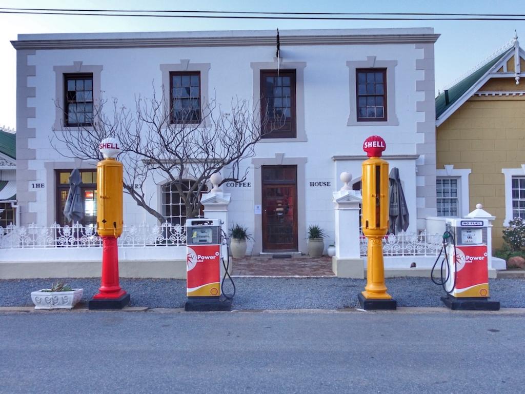 Potemkinsches Dorf oder ist doch alles echt? Diese Frage stellt sich beim ersten Anblick von Matjiensfontein