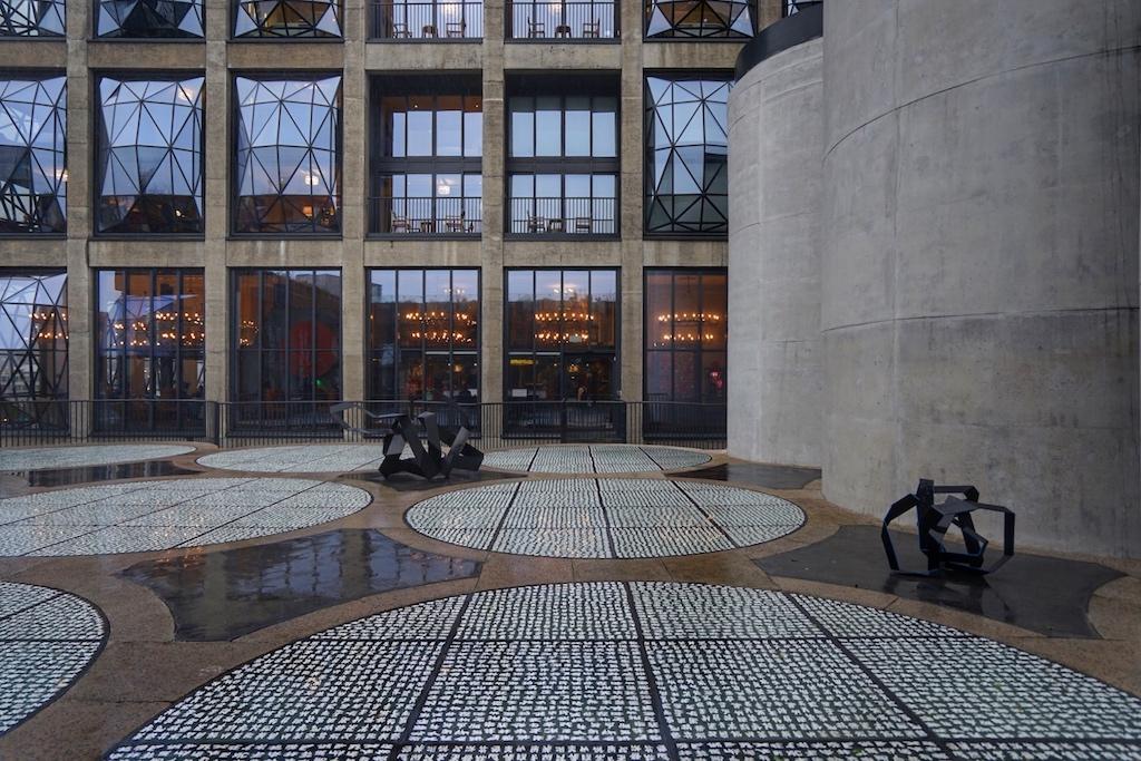 Wer sich an frischer Luft die Füße vertreten möchte, dem steht in der 6. Etage die Freiluftterrasse zur Verfügung