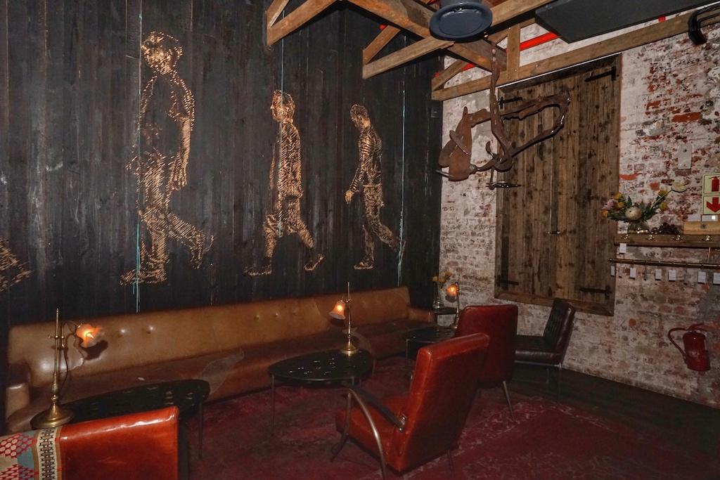 The Dark Room - angekommen im shabby chic Industrie-Design erinnert die äußere Hülle noch an die einstige Industriekultur des Vorortes Woodstock