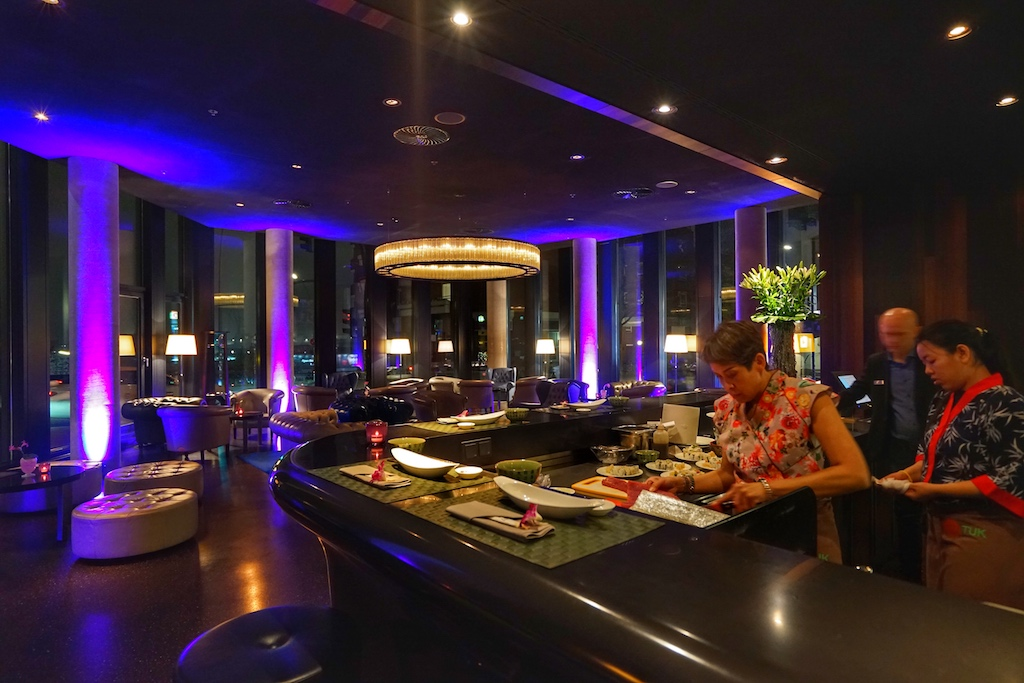 Sushi-Meisterin Chantira Bedick (li.) erlernte ihr Handwerk unter anderem in Thailand und den USA