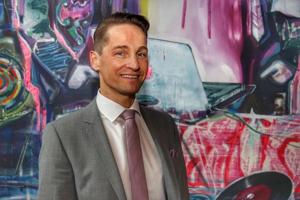 Hoteldirektor Enrico Ungermann genießt einen der aussichtsreichen Arbeitsplätze